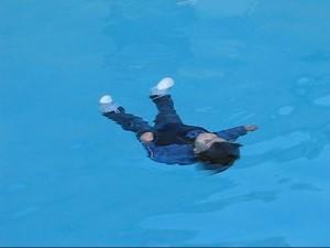Sicherheitstraining in den USA meist im kalten Pool in voller Bekleidung